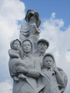 Monument to the Immigrant in New Orleans. A statue depicting a female muse whose flowing gown leads to family of four immigrants. By Franco Alessandrini (1944), American sculptor of New Orleans